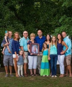 Caption: The family of Lindsey Sendelbach, a tissue donor.